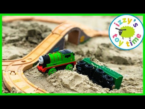 Family Fun! Vacation Trip to the Beach and Aquarium! Playing in the Sand with Thomas and Friends