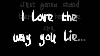 Repeat youtube video Eminem Ft. Rihanna - Love the way you lie (Lyrics)