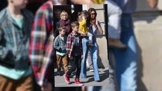 Victoria Beckham Takes Her Family on a Weekend Break to Paris - Splash News | Splash News TV