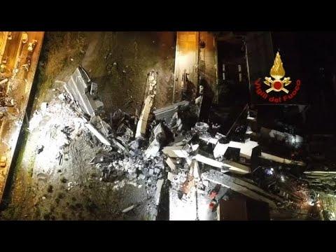 euronews (in Italiano): Genova, crollo del ponte Morandi: le immagini del drone dei soccorsi notturni