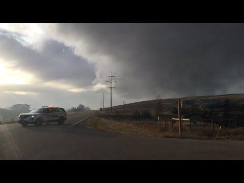 Airdrie neighbourhood evacuated as wildfire destroys home