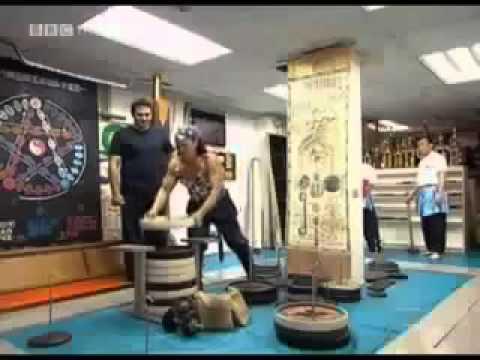 Người Đàn ông có của Quý khỏe nhất T.giới-Dùng để nâng tạ và kéo xe Tải