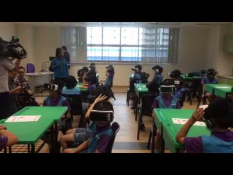 Primary 4 pupils  try out virtual reality during a class (1)