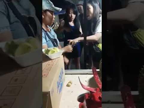 Orang China Beli Durian Dimanado