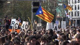 Huelga y bloqueos en Cataluña contra proceso a independentistas