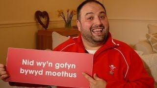 BBC Radio Wales Presenters sing Calon Lân