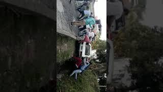 Un auto cayó en una cuneta en La Paz