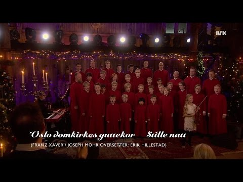"""Oslo Domkirkes Guttekor """"Stille natt"""" @ NRK TV - Kvelden før kvelden - 23.12.2016"""