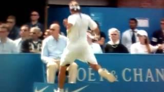 テニスで腹いせに線審の「枠」を蹴飛ばしたら線審に当たって失格