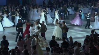 شاهد: حفل راقص في قصر الكرملين بمشاركة 1000 من تلامذة المعاهد العسكرية الروسية…
