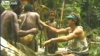 Аборигены первый раз видят белого человека 1976 г(, 2014-12-31T11:09:26.000Z)