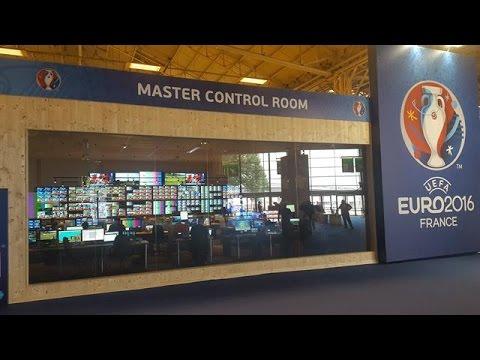 De Master Control Room: UEFA's epicentrum - VOETBAL INSIDE
