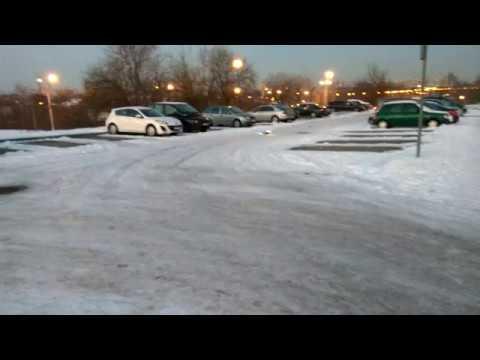 HSP XSTR BRUSHED WEAK DRIFTING ON HALF ICED CAR PARK
