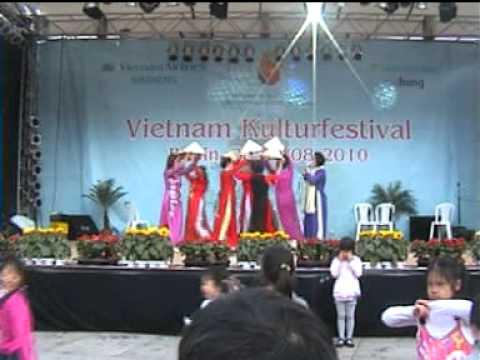 Việt Nam quê hương tôi Tốp múa CLB Đoàn kết Berlin CHLB Đức