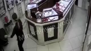 Дерзкое нападение на ювелирный магазин в Минводах