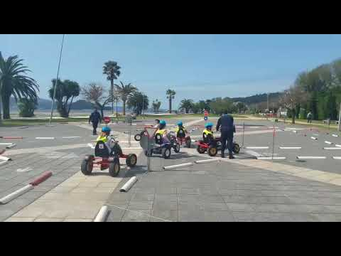 Alumnos de Primaria participan en un curso de seguridad vial en Poio