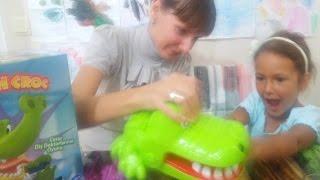 Dişçi Timsah kutusu açtık,CEZALI oynadık, Eğlenceli çocuk videosu