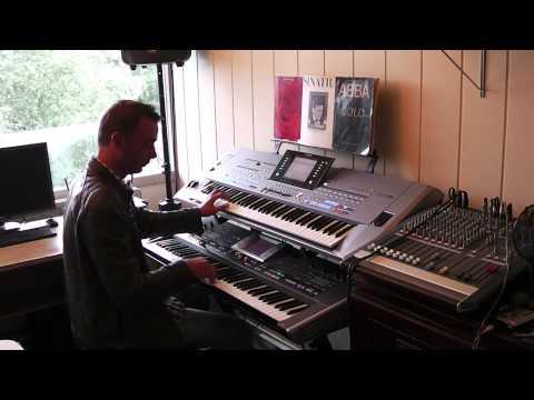 Matt Bianco Half a Minute Basia Improvisation Yamaha Tyros 5 Roland G70  Rico