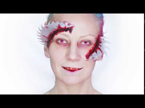 Red Blood Splat Lenses & Gory Make Up with @kikastudio