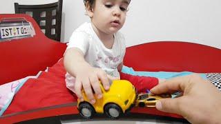 Berat Arabaları Yere Attı. Eğlenceli Çocuk Videosu
