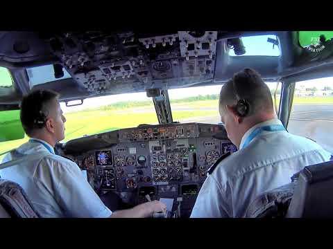 HD - Vintage Boeing 737-400 Cockpit Landing At 60FPS