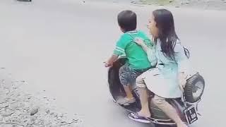 Video parody  lucu Romantis ANAK KECIL BONCENGAN VESPA Lucu  anak kecil pakai vespa 2018 download MP3, 3GP, MP4, WEBM, AVI, FLV Juli 2018