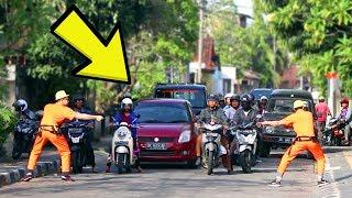 BIKIN MACET JALANAN! Invisible Rope Prank Indonesia!! Ft Arim Iseng Project.