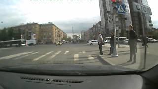 Такси и мотоциклист.