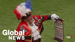 Town crier announces birth of Meghan Markle and Prince Harry's royal baby boy