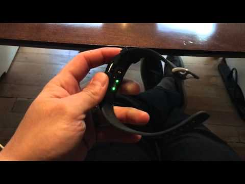 Fitbit Charge HR flashing green lights