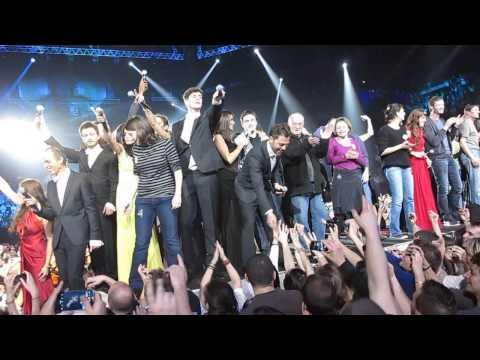 Les Enfoirés 2013 - La boîte à musique - Jean Jacques Goldman