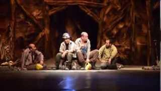 Başkent tiyatrosu göçük altında kalanların hikayesini''Işık Görünüyor''  oyunuyla anlatıyor.