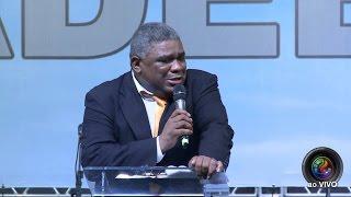 O que esse pastor faz no altar, levou todo mundo as lagrimas