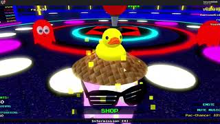 Playing Pac man in Roblox!