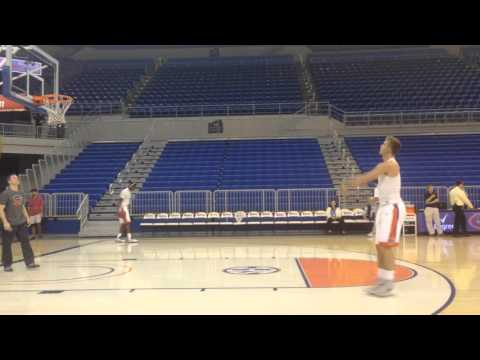 Watch Zach Hodskins, Florida's amazing one-arm walkon guard, drill outside jumpers in Saturday's LSU