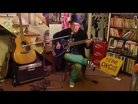 Gilbert O'Sullivan - I Don't Love You But I Think I Like You - Acoustic Cover - Danny McEvoy