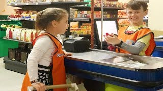 Kids Pretend Play Doing shopping