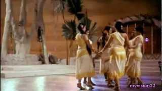 Raat bhi hai kuchh bheegi bheegi - LATA MANGESHKAR... Waheeda Rehman - A new Look