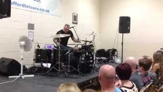 Mark Richardson demonstrates Skunk Anansie