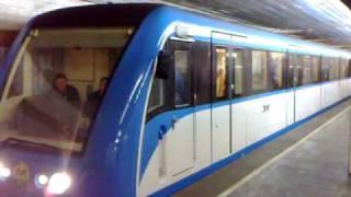 Kiev Metro Новый поезд в Киевском метро(С 20 января 2009 в Киевском метрополитене начал курсировать новый поезд метро., 2009-01-29T18:43:14.000Z)
