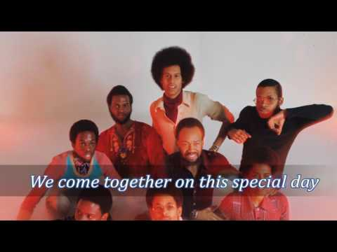 That's the way of the world - Earth, Wind & Fire (lyrics) HD