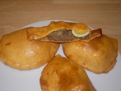 empanadas-à-la-viande-haché,-oignons,-ail,-olives,-oeufs-dure-et-épices