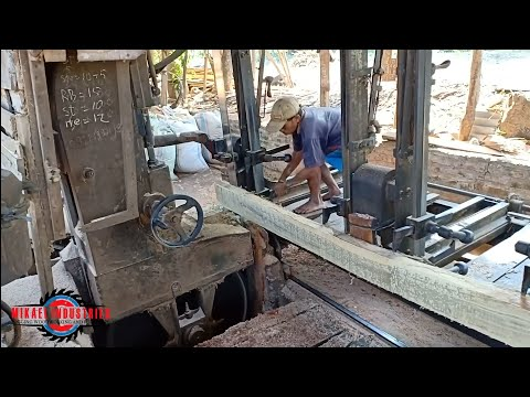 SAWING INDONESIAN SQUARE TEAK WOOD