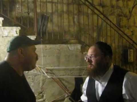 מנשה מראיין איש עסקים אמיתי ~ Interviewing a real Israeli businessman