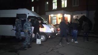 В Калининграде полицейские застали школьников за курением кальяна(В Калининграде во время рейда инспекторы ПДН застали школьников за курением кальяна в заведении для взросл..., 2015-12-30T08:17:54.000Z)