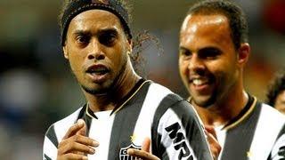 ronaldinho penalty goal vs cruzeiro super funny celebration 19 05 2013