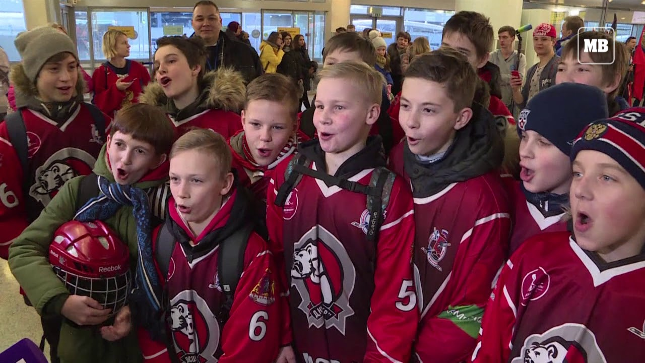 Russia gives Olympic athletes a heroes' welcome home