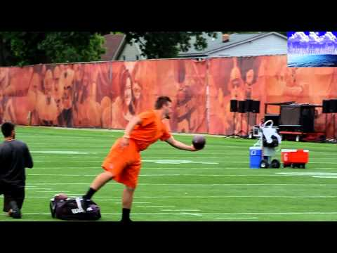 Johnny Manziel & Josh MCcown go head to head in drills Browns Mini Camp