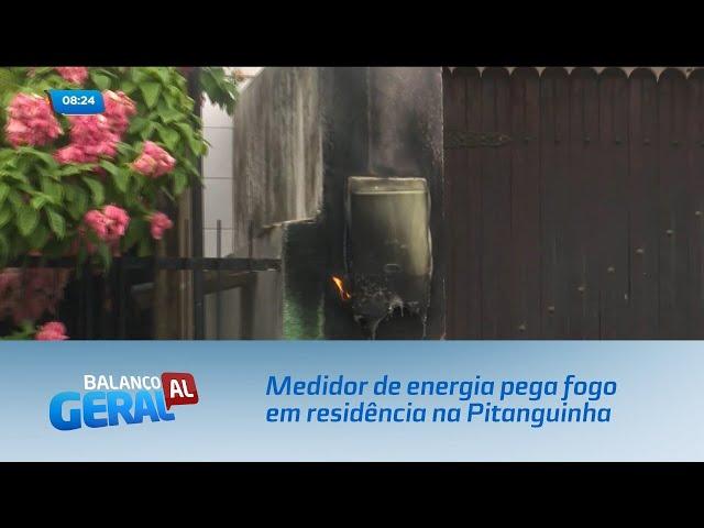 Medidor de energia pega fogo em residência na Pitanguinha
