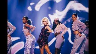 Zara Larsson sjunger i finalen av Idol 2018 - Idol Sverige (TV4)